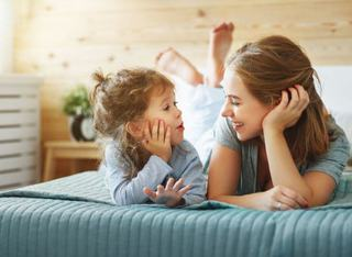 10 lucruri pe care le poti face zilnic pentru a face un copil fericit