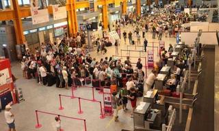 Ce s-a intamplat, cu adevarat, cu copilul uitat de mama sa in aeroport