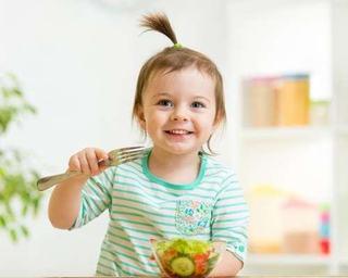 Alimentatia copilului mic. Sfaturi utile de la nutritionist