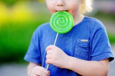 Copiii care consuma mult zahar pot dezvolta boli asemanatoare persoanelor alcoolice