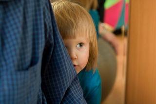 Copilul este timid sau introvert? Afla care este diferenta!