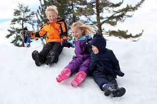 5 trucuri care tin de cald copilului in iernile geroase