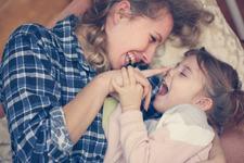 Cum ne afecteaza atasamentul de mama relatiile de mai tarziu