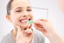 Cum il obisnuim pe cel mic cu purtarea aparatului dentar?