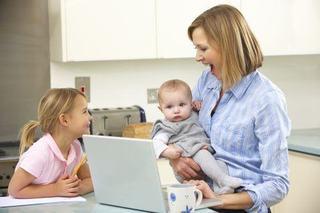 5 avantaje pe care le au copiii mamelor care lucreaza