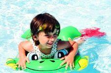 Activitati distractive in mare sau piscina pentru copii