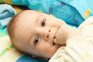 Umilinta suptului degetului la copii. Ce spun psihologii despre acest obicei