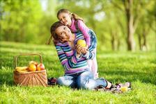 Stilul de viata al mamei ar putea fi cheia obezitatii copiilor, sugereaza un studiu