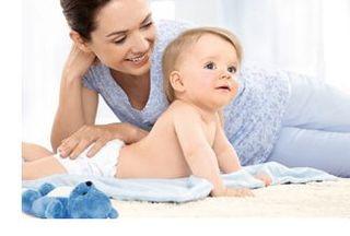 Baie bebelusului inainte si dupa caderea bontului ombilical
