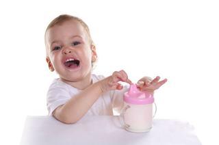 Laptele, alimentul minune pentru cresterea copilului
