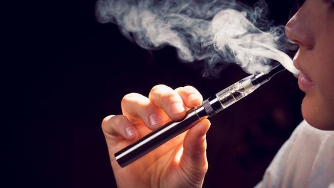 Vaporii tigarilor electronice, toxici pentru copii. Cum le afecteaza creierul
