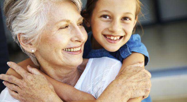 Studiu: cu cat petreci mai mult timp cu mama ta, cu atat ea va trai mai mult
