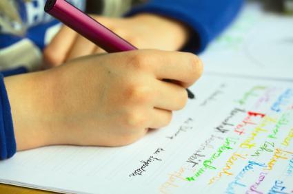 Cum inveti copilul sa tina corect creionul