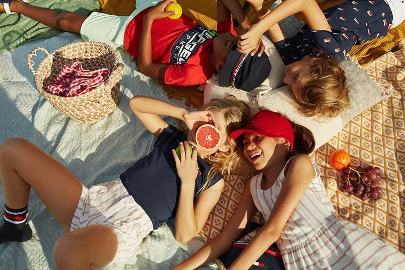 Tinute de vara pentru copii fericiti