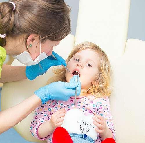 Cum procedam in cazul traumatismelor dintilor de lapte la copii. Sfaturi de la stomatolog