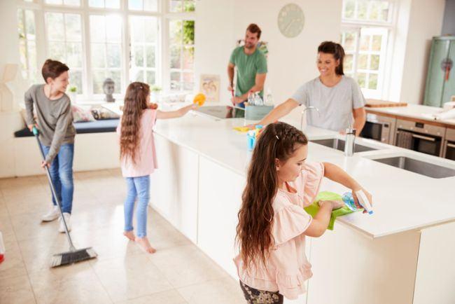De ce este bine sa ii implici pe copii in treburile casnice