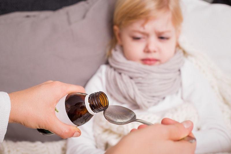 Siropurile pentru tuse: tot ce ar trebui sa stii despre ele inainte sa le dai copilului