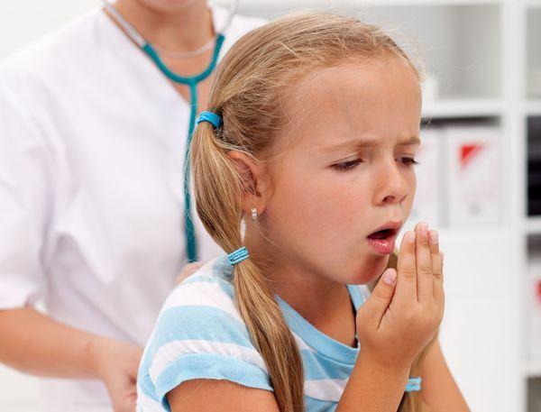 Tusea umeda sau expectoranta la copii. Cauze si tratament