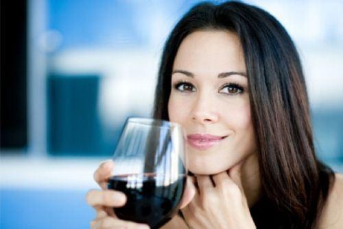 Vinul rosu, bun pentru femei