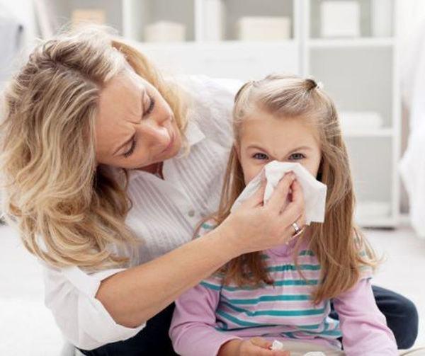 Atentie! Virozele au inceput sa-i doboare pe cei mici. Cum ii protejezi?