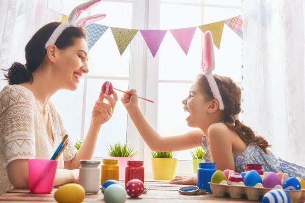 Vopsitul oualor de Pasti, reguli si trucuri pentru copii