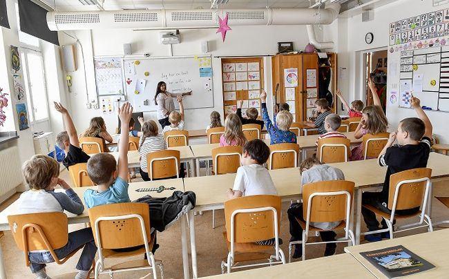 "Premierul Viorica Dancila sustine ca parintii i-au cerut sa renunte la Programul ""Merg la scoala"""