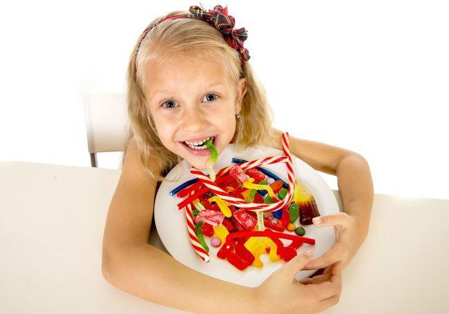 Mit sau realitate: Zaharul face copiii mai activi? Pediatrul raspunde