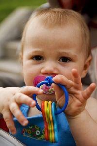 Atasamentul bebelusilor de diferite lucruri, cum il explicam?
