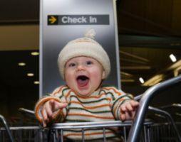 Cu bebe in avion, 7 sfaturi pentru o calatorie usoara