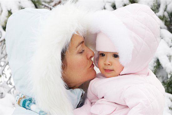 Ghid de ingrijire a pielii copiilor in timpul iernii. Motivul pentru care baile frecvente trebuie evitate