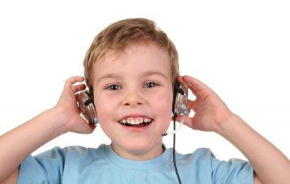 Castile, pericol pentru auzul copilului? Invata-l cum sa se protejeze!