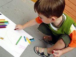 La ce varsta se poate juca cu creioanele?