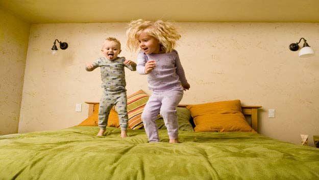 Cand incep copiii sa alerge si sa sara
