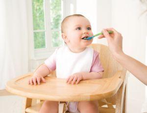 Ghidul portiilor de mancare in primul an de viata al bebelusului