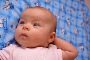 Bebelusul la 2 luni si 2 saptamani