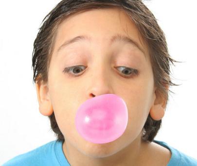 Guma de mestecat previne infectiile urechii la copii