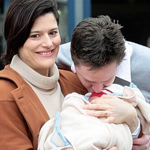 Imbracamintea lui bebe la iesirea din maternitate