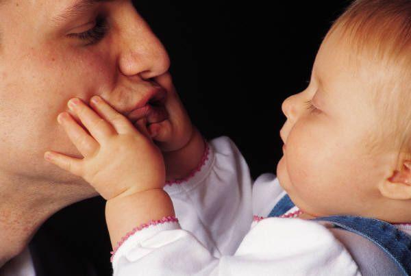 Moduri in care taticii pot calma plansul bebelusului