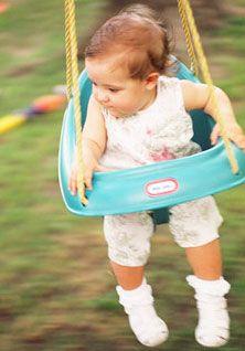 Leagane, balansoare si centre de joaca pentru bebelusi. Cum le alegem?
