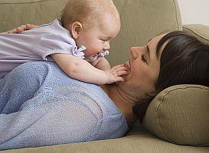 Dragostea mamei poate ajuta copiii cu comportament dificil