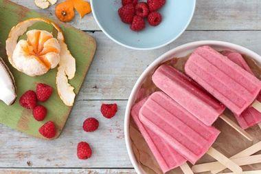 11 retete de inghetata pe bat, din fructe, pentru copii
