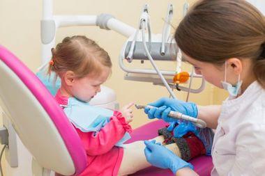 Situatii care ne pot trimite de urgenta cu cel mic la medicul dentist