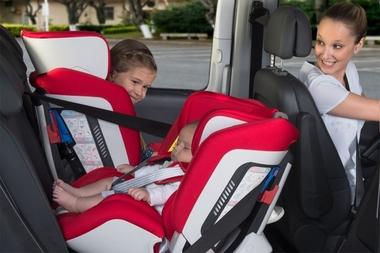 Reguli pentru confortul si siguranta copilului in masina, la drum lung