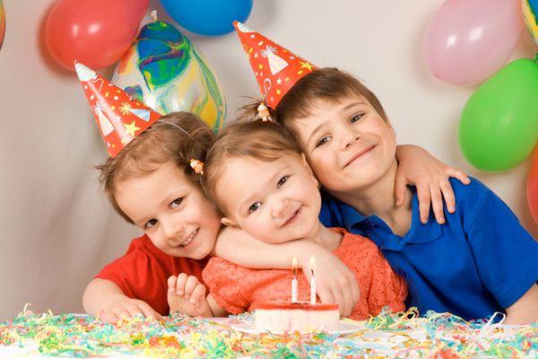 Invata copilul cum sa se poarte la o petrecere