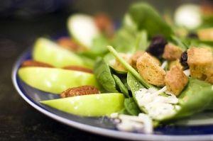 4 motive pentru a manca salata in fiecare zi