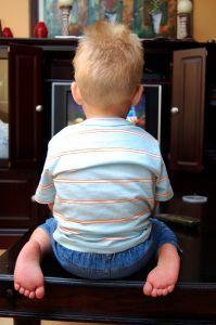 Copiii si televizorul, plan pentru a limita timpul la tv al copilului