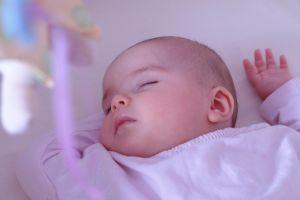 Bebelusul la 1 luna si 2 saptamani